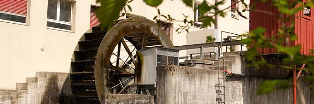 Das Wasserrad des Kleinwasserrads Herzogenmühle an der Glatt
