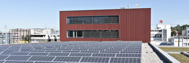 Solaranlage auf dem Gebäude der die werke versorgung wallisellen ag