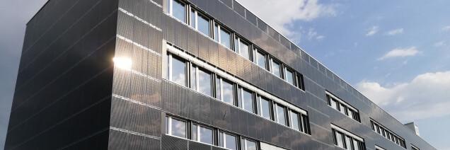 Gewerbebau mit Solarfassade